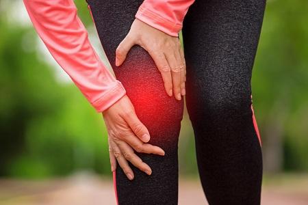 fájó térdfájdalom futás után)