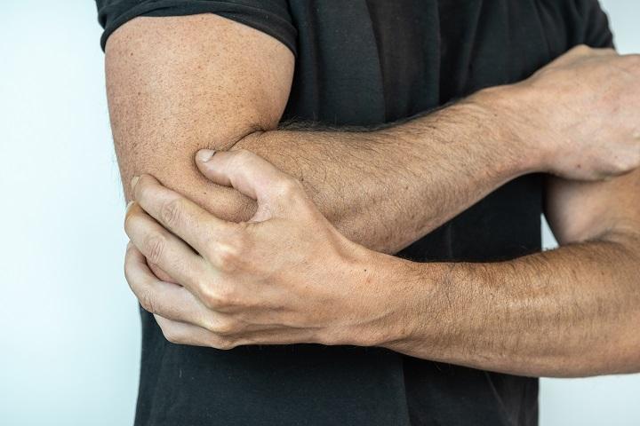 fájdalom tünetei a jobb kéz ízületében a könyökben