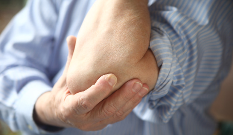 fájdalom okai a bal kéz könyökízületében