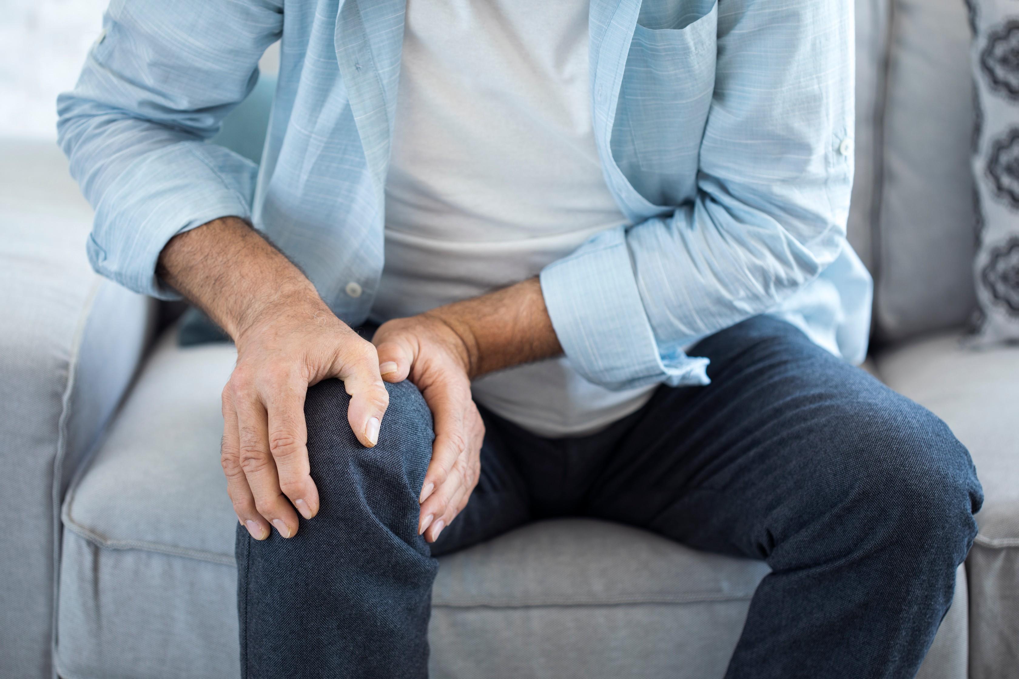 lábízület bőrpír fájdalma