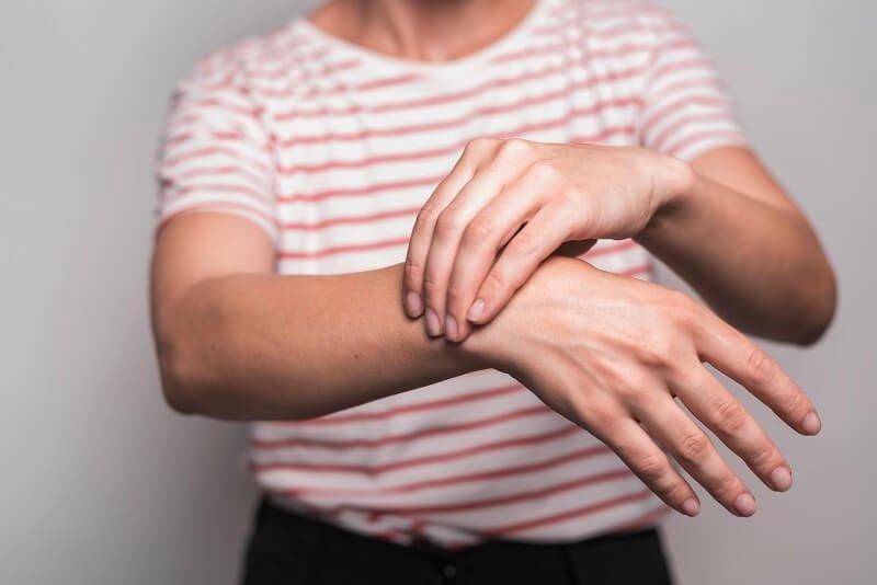 ízületi fájdalmak, amelyek a vitaminok segítenek)