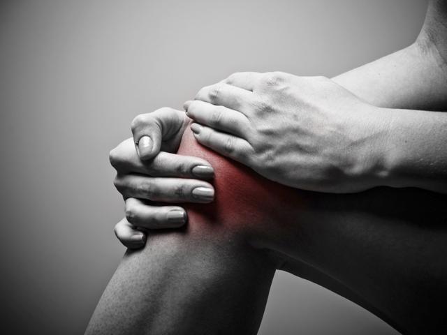 a karok és a lábak ízületei fájnak reggel