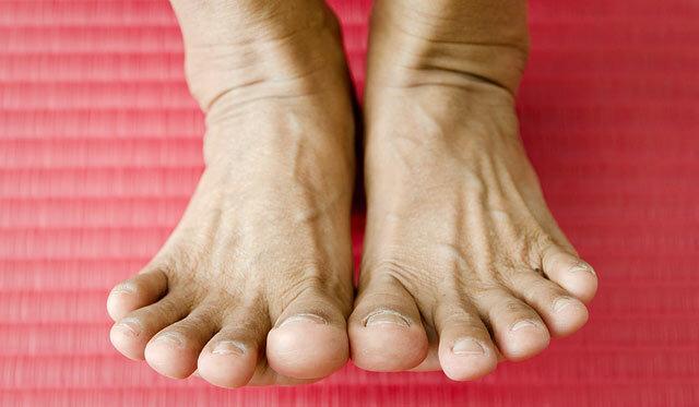 Miért fáj a hüvelykujjam a jobb lábamon?