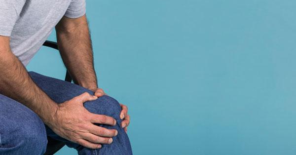 mi okozza az ujjízület fájdalmát a combcsont ízületi tünetei