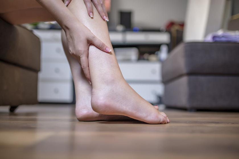lüktető fájdalom a lábujj ízületében