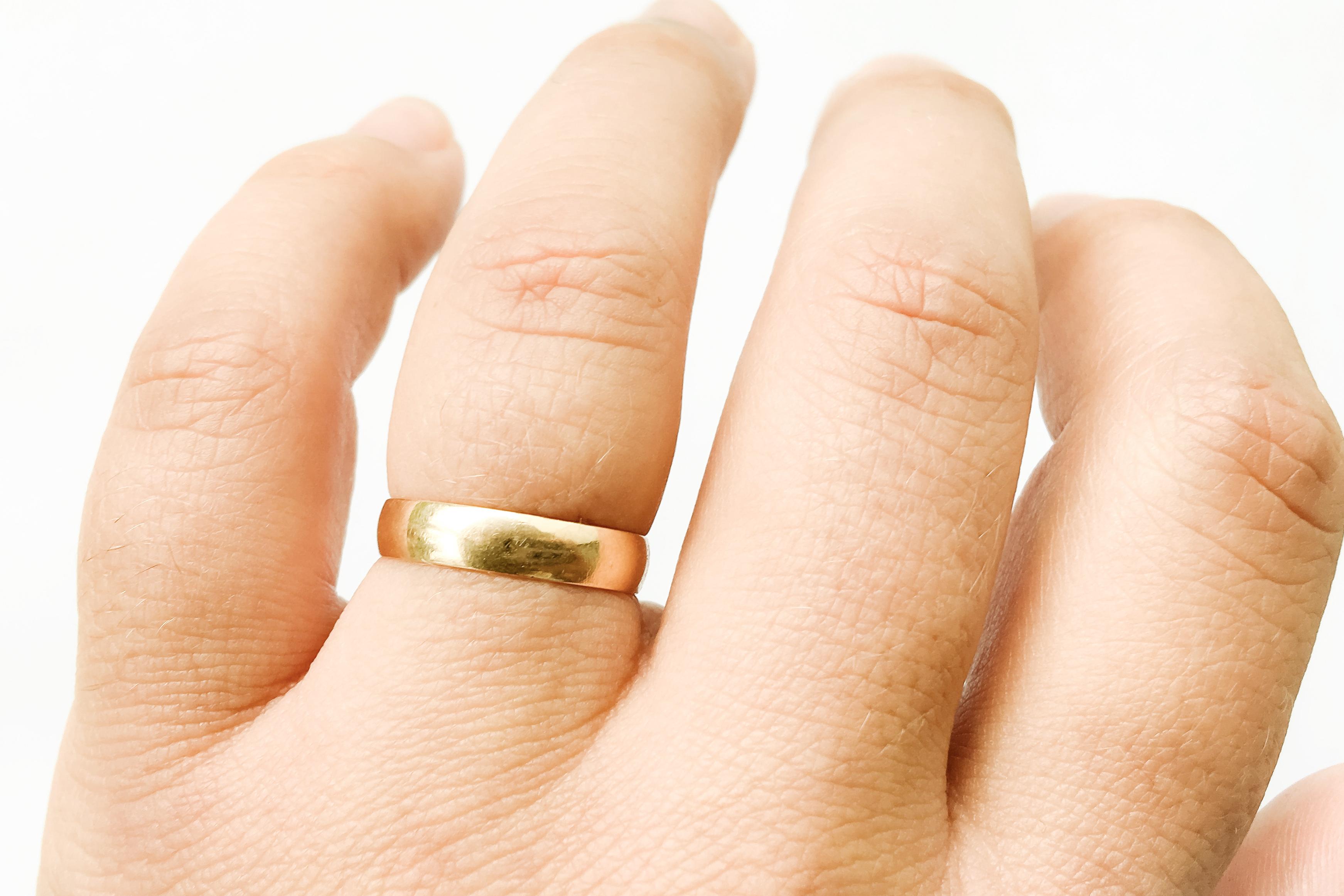 az ujjak ízületei duzzadnak)