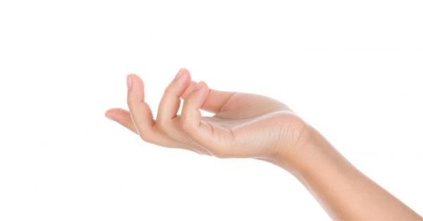 fájdalom a gyűrűs ujj ízületében reggel)