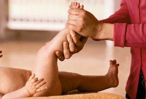 enyhíti a karok és a lábak ízületeit)