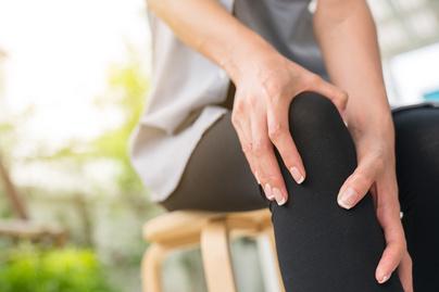 fájdalom a középső ujj ízületében munka után