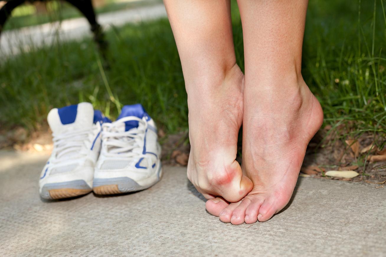 fájdalom a lábak és a lábak ízületeiben)
