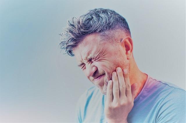 ízületi fájdalom az arcon
