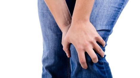 fájó térdfájdalom tünetei éles térdfájdalom guggolás közben